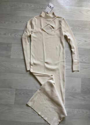 Длинное платье в рубчик