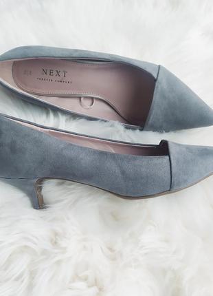 Шикарные туфли лодочки на низком каблуке