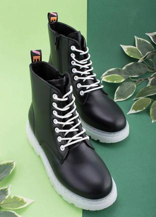 Женские черные ботинки из эко-кожи на шнуровке