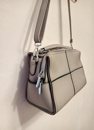 Зручна сумка handbag бежевого кольору