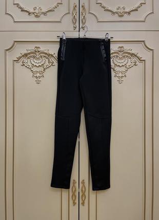 Чёрные брюки-леггинсы