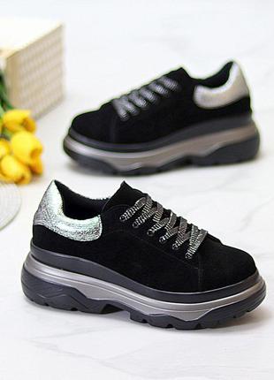 Женские черные кроссовки из натуральной замши с серебристыми вставками на флисе