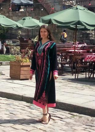 Этническое платье вышиванка в восточном стиле чёрное с разноцветной вышивкой