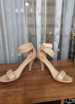 Шикарные босоножки туфли