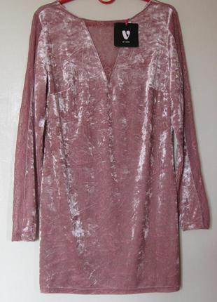 Вечернееe платье из розового мятого стрейч-велюра с кружевом