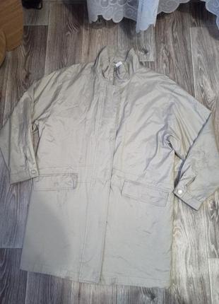 Курточка деми. тонкая на подкладе, но без утеплителя.