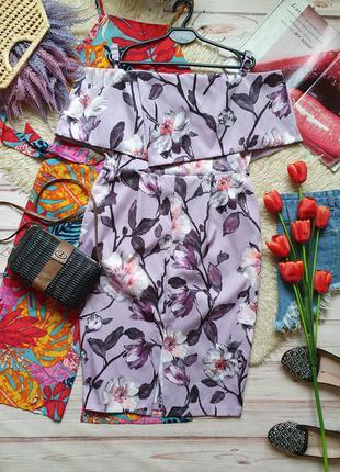 Красивое приталеное платье карандаш с цветами и рюшей