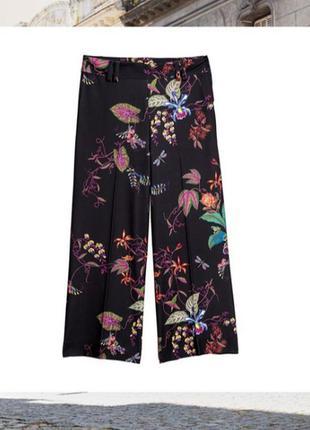 Крутые брюки кюлоты в цветочный принт