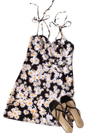 Платье с двойными завязками
