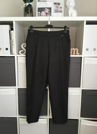 Базовые серые брюки на комфортном поясе зауженные к низу размер 14-xl