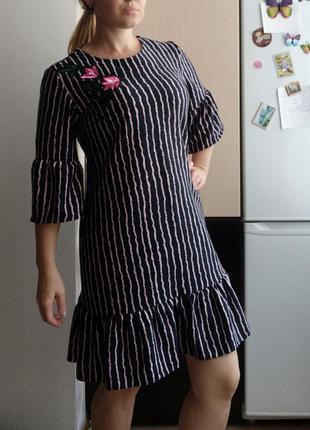 Плотное платье в полоску с воланами, р.l