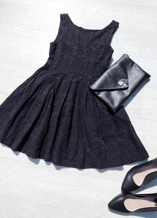 Короткое чёрное фактурное платье zara с пышной юбкой