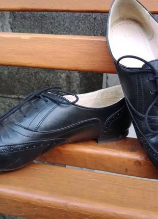 Удобные кожаные туфли clarks