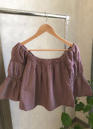 Жіноча блузка з квадратним вирізом