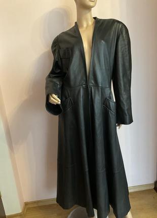 Бомбезный фирменный итальянский длинный плащ-кожаное пальто /m/ brend byblos