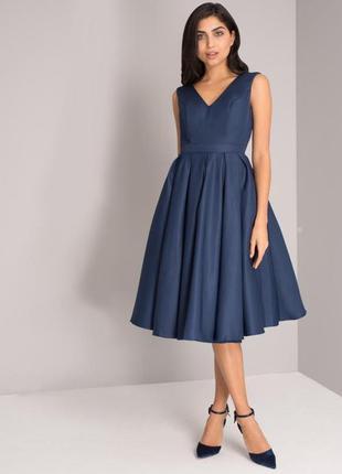 Chi chi london платье синее темное миди с вырезом на спине миди классическое пышное