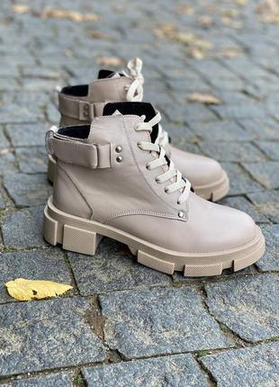 Кожаные бежевые демисезонные ботинки