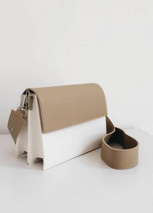 Белый клатч кросс боди на широком ремешке белая сумка через плечо клатч через плечо