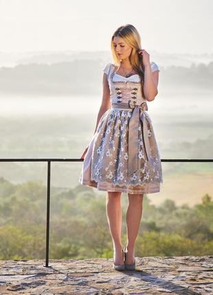 Традиционное баварское платье дирндль октоберфест