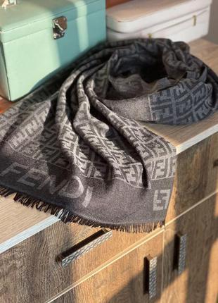 Теплий шарф fendi