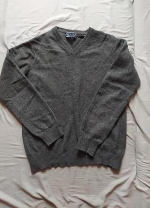 Теплый шерстяной итальянский свитер