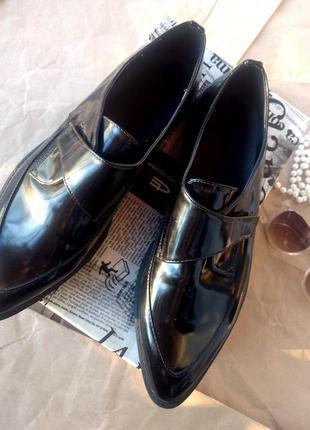 Стильні туфлі лофери від reserved