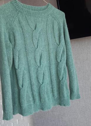 Стильный свитер из шерсти