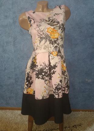 Шикарное платье миди с пышной юбкой в цветах
