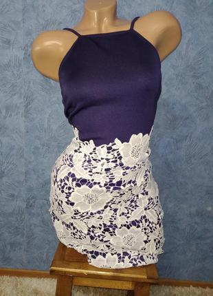 Шикарное платье по фигуре на тонких брителях с кружевом