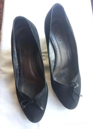 Удобные и мягкие  туфли из натуральной замши.