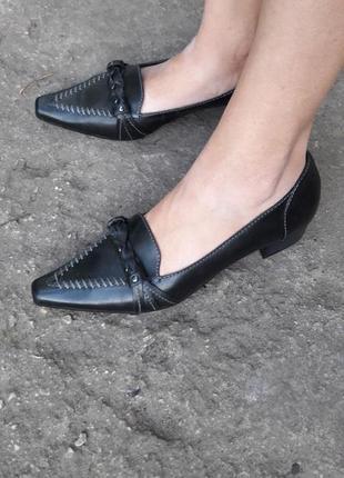 Кожаные туфли.много обуви!