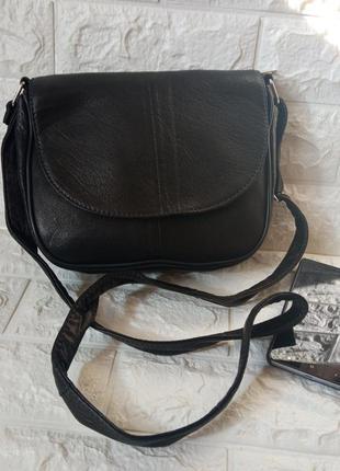 Маленькая черная кожаная сумочка сумка женская через плечо с длинным ремешком конверт клапан