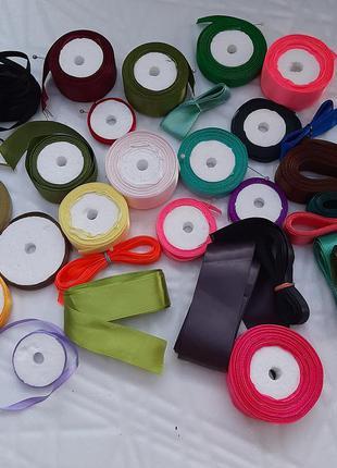 Набор атласных лент для рукоделия.