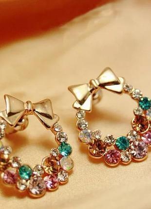 Женские серьги золотистого цвета с цветными кристаллами