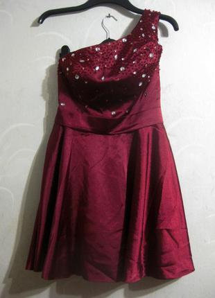 Платье модного дома jj's house с камнями стразами бисером выпускное нарядное атласное
