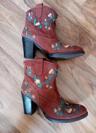 Ботинки ботики ботіночки з вишивкою ботіки черевички  чоботи чобітки сапоги сапожки