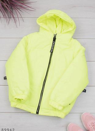Женская салатовая куртка с капюшоном