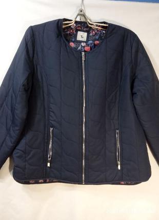 Стильная легкая куртка.