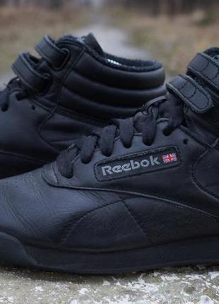 Класичні кросівки reebok classic1  Класичні кросівки reebok classic2 ... 0f9642c02c1c1
