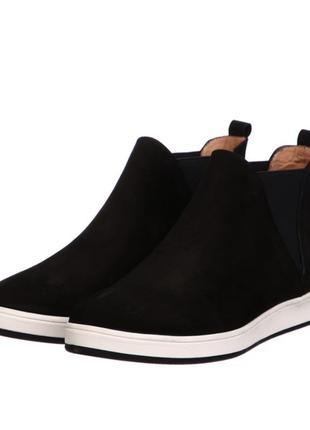 Фирменные замшевые ботинки