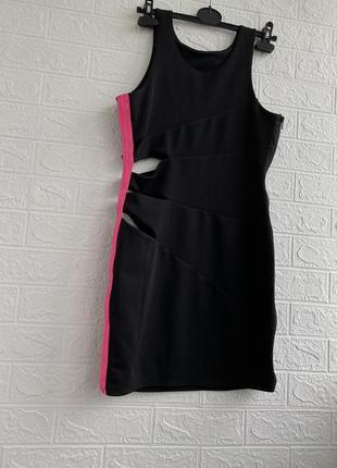 Платье футляр с вырезами