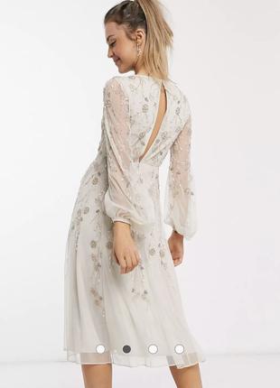 Шикарное платье расшитое бисером