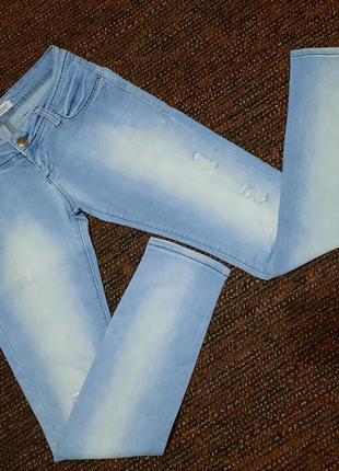 Armani jeans. джинcы голубые. светлые джинсы.
