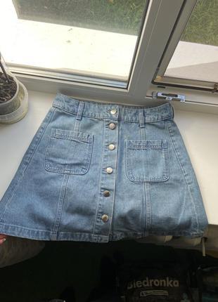 Джинсовая юбка с пуговицами и карманами