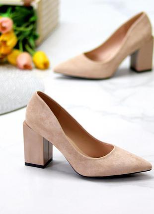 Туфли острые с квадратным каблуком