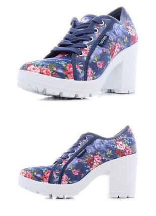 Джинсовые туфли в цветочек libang на тракторной подошве 38 размер стелька 24 см