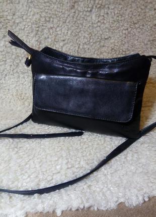 Кожаная фирменная актуальная сумочка на / через плечо  стиль кросс боди