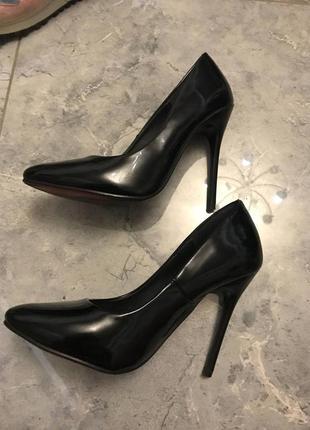🆘🔥последняя цена до 30 сентября 🆘🔥   черные туфли лодочки на шпильке лаковые идеальные