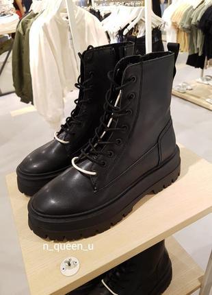 Чорні черевики на шнурівці stradivarius! оригінал, з португалії!