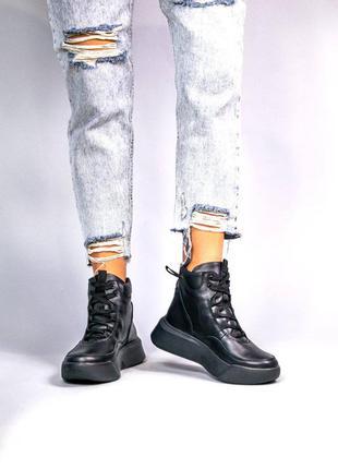 Женские черные кожаные ботинки на шнурках